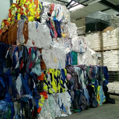 Recyclage de vêtements dans les entrepôt de Vestinéo